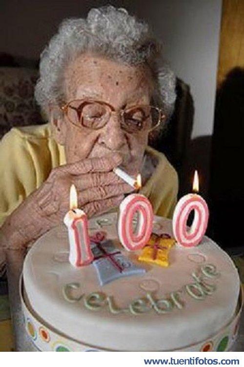 Personas de Cien Años Fumando